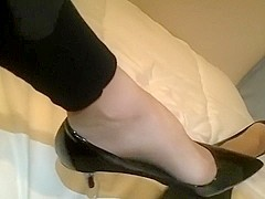 play with my feet and heels
