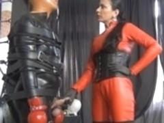Latex mistress dressed in bondage leather does handjob