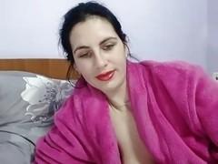 Amateur webcam video shows me rubbing my cunny