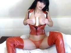 I fuck a toy on webcam in the brunette amateur clip