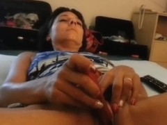 Toying my pussy in amateur masterbation video
