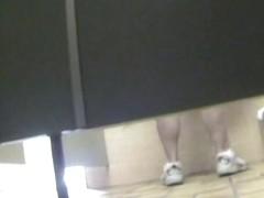 Amateur fem is sport shoes in hot voyeur piss video