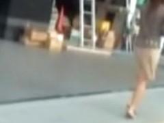 Enticing metropolitan oriental slut gets surprised during sharking odyssey