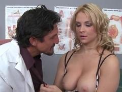 Thick blonde Sarah Vandella seduces her doctor Tommy Gunn