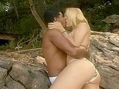 Interracial fuck with a tigrl outdoor