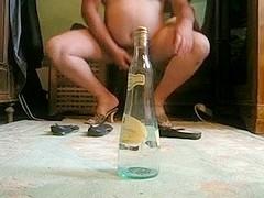 bouteille dans le cul de la truie