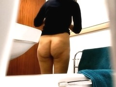 Big ass flashed in the bathroom