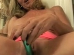 Lady Shows All 80