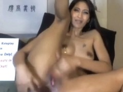 Indian hottie punishing her holes