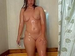 I'm twerking under shower