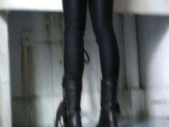 Voyeur asian babe in tight black leggings