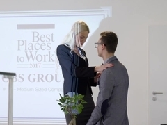 Supersexy blonde Karol Lilien rides a big long sword in office