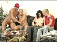 BISSEX LEGAL AGE TEENAGER 7 one gal and 3 men in sex party